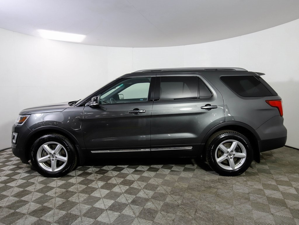 Pre Owned 2017 Ford Explorer Xlt Awd Moon Nav